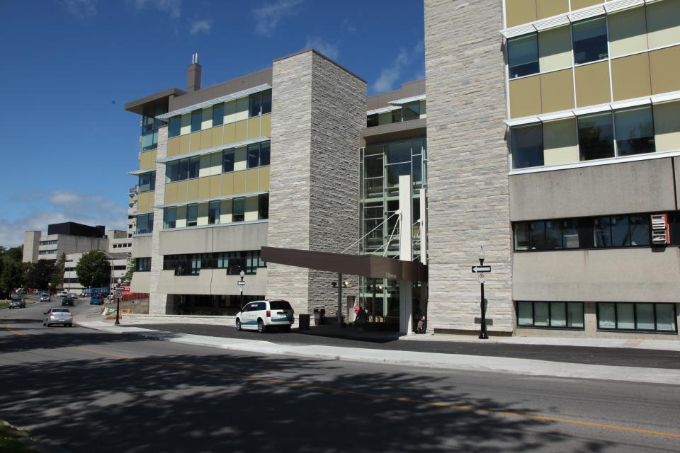 Cancer Centre of Southeastern Ontario's main entrance at 25 King Street West in the Burr Wing of KGH