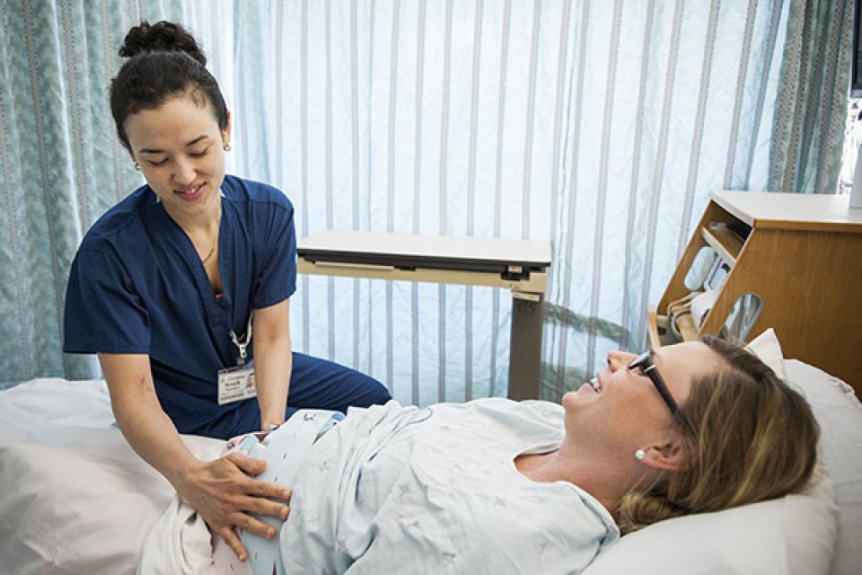 Après votre arrivée et votre inscription, nous viendrons vous voir pour évaluer votre état de santé et celui du bébé.