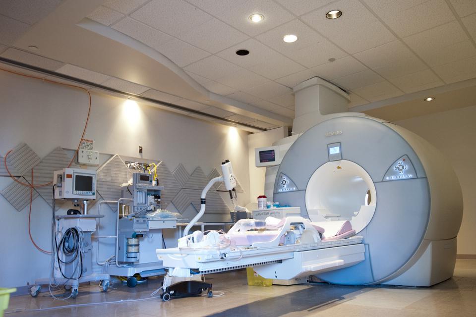 Photo de la salle d'IRM du Centre des sciences de la santé de Kingston