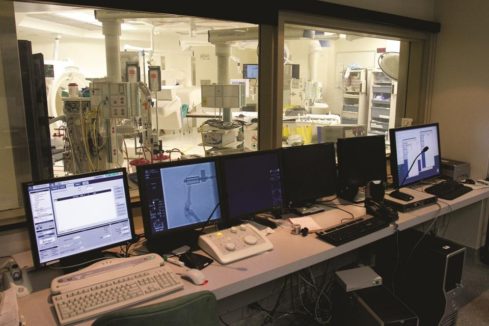 Control room for HMRL at Queen's/KGH