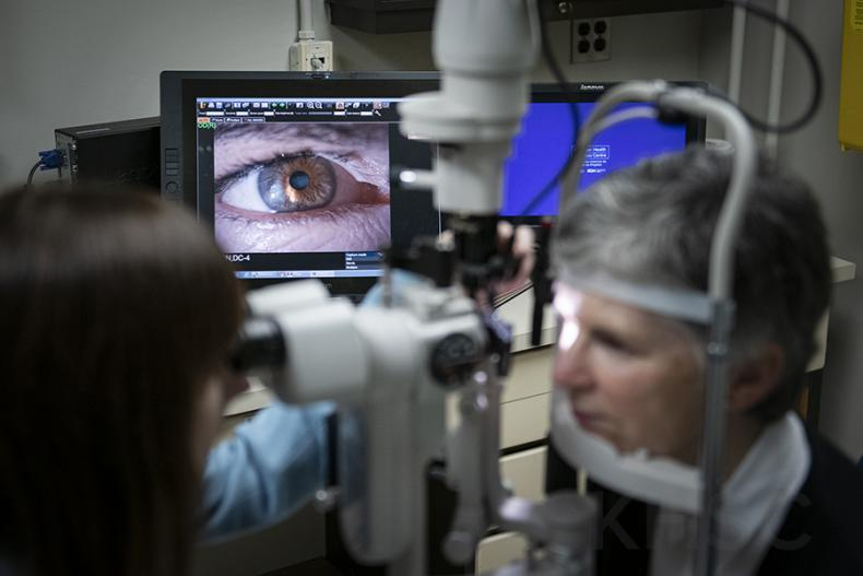 image of digital slit lamp