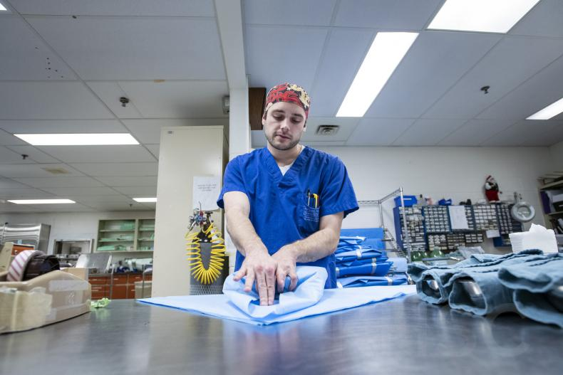 wrapping sterile tray