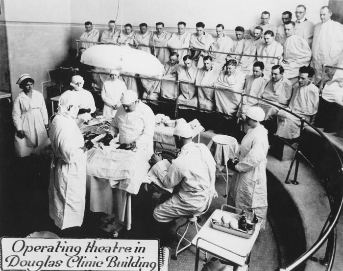 Operating theatre in the Douglas wing