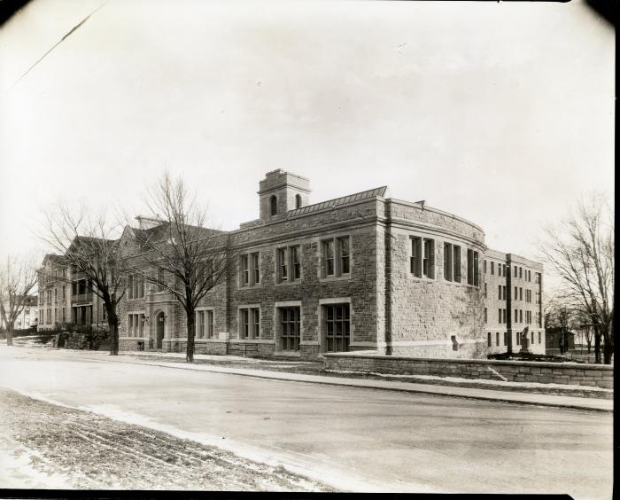photo of the Richardson Labs built in 1925