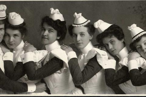 Nursing graduates from 1905 and 1906