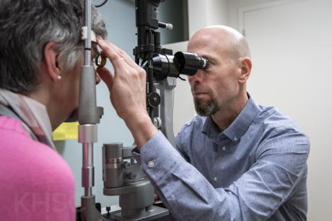 glaucoma specialist doing eye exam
