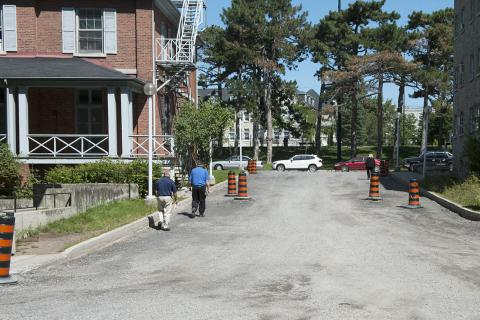 This part of the driveway will no longer be open to two-way traffic. It will now serve as a hospital exit only. This will improve safety and make room for a new sidewalk for pedestrians.