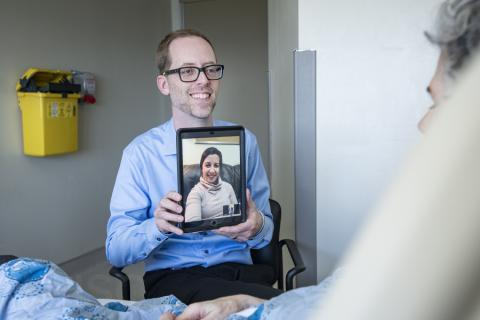 image of Spiritual Health Practitioner with iPad