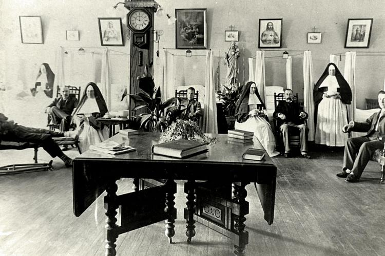 Sisters, physicians and patients in the St. Joseph Ward, 1894