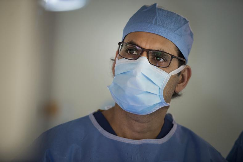 Dr. Sulaiman Nanji is one of KHSC's two fellowship trained transplant surgeons, the exact number required for a live donor program. One surgeon takes the lead in the procedure for the donor, while the other leads the procedure for the recipient. Ethically, it ensures that each surgeon is focused on the best outcome for their patient.